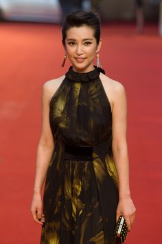 Li Bing Bing in a Gucci Women's Fall Winter 2012-13 brandy iridacee printed georgette halter gown with ruffle detail on the neck