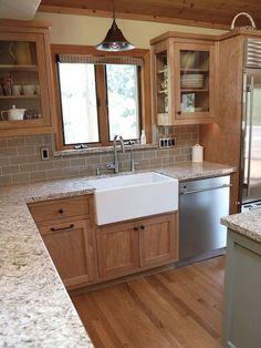 New Kitchen Paint Ideas With Oak Cabinets Tile 28 Ideas Farmhouse Kitchen Decor, Kitchen Design, Farmhouse Kitchen, Kitchen Renovation, Oak Kitchen Cabinets, Beautiful Kitchens, Kitchen Style, Modern Farmhouse Kitchens, Oak Kitchen