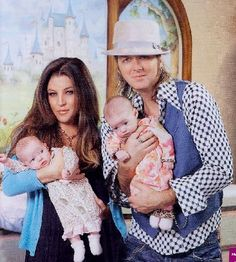 LISA MARIE PRESLEY AND MICHAEL LOCKWOOD:    Elvis Presley's only daughter gave birth to twins on October 7, 2008. Lisa and her hubby welcomed Finley and Harper whose grandfather was also a twin. Elvis' twin brother Jesse was stillborn.