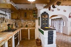 Kitchen Decor Modern R Rustic Country Kitchens, Rustic Kitchen Design, Cob House Interior, Interior Design Living Room, Installing Kitchen Cabinets, Dutch Kitchen, Mexican Kitchen Decor, A Frame House Plans, Sweet Home