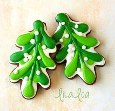 Mistletoe decorated sugar cookies -- a cookie decorating tutorial for Christmas