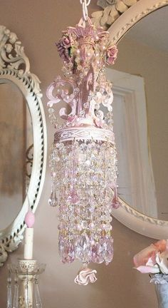 Vintage shabby pink chandelier and mirrors Rosa Shabby Chic, Style Shabby Chic, Shaby Chic, Shabby Chic Cottage, Vintage Shabby Chic, Shabby Chic Homes, Vintage Pink, Chandelier Bougie, Pink Chandelier