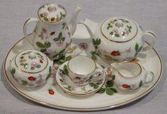 miniture strawberry china | ... WEDGWOOD WILD STRAWBERRY MINI / MINIATURE 10 PIECE TEA COFFEE SET