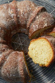 Old-Fashioned Doughnut Bundt Cake Recipe – Nyt Cooking – altmodisches donut-bund… Bunt Cakes, Cupcake Cakes, Cupcakes, Donuts, Just Desserts, Dessert Recipes, Brownie, Savoury Cake, Coffee Cake