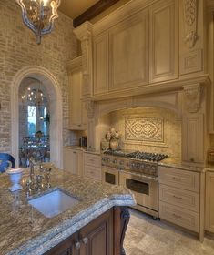 Kitchen decor ideas, The amount of light inside a room gets is something it is best to consider when working with interior design. In case a room lacks windows, you must paint the walls a mild and bright color. Elegant Kitchens, Luxury Kitchens, Beautiful Kitchens, Cool Kitchens, Tuscan Kitchens, Dream Kitchens, Küchen Design, Home Design, Layout Design