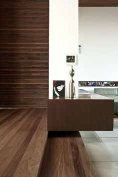 FF House / Studio GT – Guilherme Torres #detail #console #floating #aparador #marcenaria