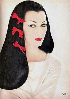Dovima  Photographed By Richard Avedon For Harper's Bazaar, December 1955  | Flickr - Photo Sharing!