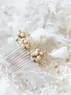 Perle e seta da sposa capelli pettine, Style_025 a mano in Italia di JonidaSmakaj su Etsy https://www.etsy.com/it/listing/212423848/perle-e-seta-da-sposa-capelli-pettine