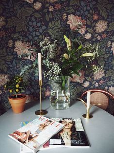 Dark floral wallpaper, love this in combination with the gold coloured candleholders