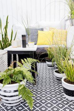 Noir et blanc graphique et touche de jaune pour une ambiance moderne, chic et à la fois conviviale