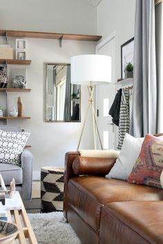 Trendy Ideas For Living Room Grey Brown White Mirror New Living Room, Home And Living, Living Room Decor, Small Living, Leather Sofa Decor, Leather Couches, House Tweaking, Piece A Vivre, Diy Interior