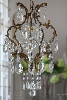 Most Important Things You Should Know About Antique Furniture Shabby Chic Chandelier, Antique Chandelier, Antique Lighting, Shabby Chic Decor, Chandelier Lighting, Crystal Chandeliers, Lustre Bronze, Unique Furniture, Vintage Furniture