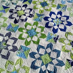 http://distilleryimage0.ak.instagram.com/542aec94847311e39be4127a455f2cbc_8.jpg  Fireworks quilt in green and blue.
