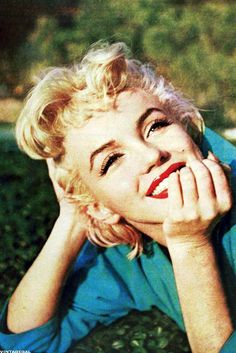 Marilyn... Makes me wish people still appreciated natural beauty.