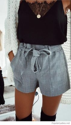 Glamorous Fall Outfits You Should Already Own women's black deep-v tank top and gray short shorts outfit Grey Shorts Outfit, Winter Shorts Outfits, Glamouröse Outfits, Plaid Shorts, Casual Fall Outfits, Classic Outfits, Short Outfits, Outfits For Teens, Summer Outfits