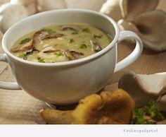 Bospaddenstoelensoep met gerookte kip - http://www.keukengadget.nl/recepten/soepen/bospaddenstoelensoep-met-gerookte-kip
