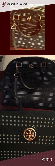 TORY BURCH QUILTED NAVY BLUE CROSSBODY BAG... TORY BURCH BRYANT QUILTED BAG NAVY BLUE WITH HANDLES/CROSSBODY BAG... IN GREAT CONDITION Tory Burch Bags Crossbody Bags