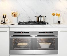 From budget to luxe and freestanding ovens with built-in induction cooktops, to compact steam ovens that clean themselves, this guide will help you decide which oven is right for you. Jonathan Alonso Board: Appliances, Stoves, and Ovens Double Oven Kitchen, Kitchen Oven, Kitchen Appliances, Vintage Appliances, Kitchens With Double Ovens, Ovens In Kitchens, Double Oven Stove, Kitchen Shower, Kitchen Furniture