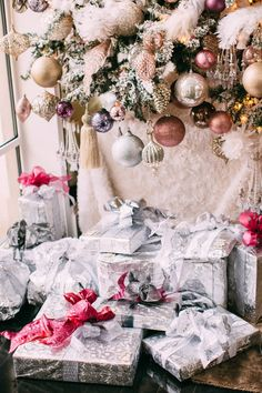 Inspiration for my 2017 tree Ivy Restaurant, Lisa Vanderpump, Beverly Hills Hotel, Buy Fabric, Her Style, Instagram Christmas, Tapestry, Entertaining, Table Decorations