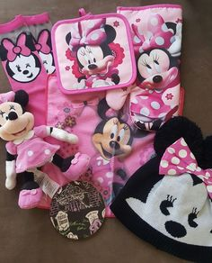 We're melting over this 18 year old Princess's Walt Life box reveal photo! How irresistible is sweet Minnie  #pink #waltlife #subscriptionboxes #disneylove #minniemouse #disneyprincess #polkadots #love