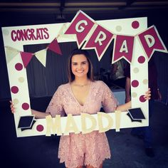21 of Our Favorite Graduation Party Ideas This Year 21 unserer Lieblings-Abschlussfeier-Ideen in die Graduation Party Planning, College Graduation Parties, Graduation Party Decor, Grad Parties, Graduation Ideas, Graduation Gifts, Graduation Frames, Graduation Sayings, Preschool Graduation
