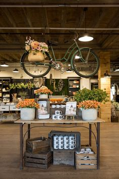 Great Spring retail display from Magnolia Market! Retail display ideas and inspiration, creative retail displays, retail merchandising ideas, product displays. Fall Store Displays, Store Window Displays, Shop Displays, Retail Displays, Jewelry Displays, Flea Market Displays, Antique Store Displays, Spring Window Display, Display Windows