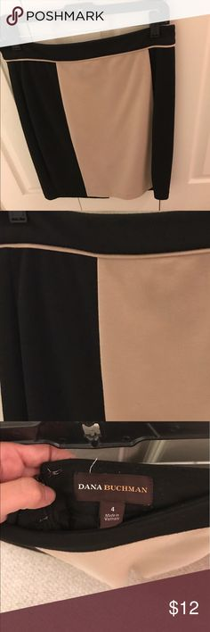 Dana Buchman tan & black pencil skirt; size 4 Dana Buchman tan & black skirt; size 4; worn approx. 5 times; this skirt is in great condition. Love this skirt for work, but I'm moving & need to downsize. This skirt is super versatile. It pairs great with flats and a white blouse for the summer or tights, boots, and a cardigan in the winter. Ask me any questions or details! Dana Buchman Skirts Pencil