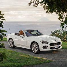 Kiedy świeci słońce, niegrzecznie byłoby nie opuścić dachu… ;) #Fiat124Spider