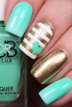 Our summer nail designs will turn you into a princess. The summer is soon, so it… Our summer nail designs will turn you into a princess. The summer is soon, so it is time to make your manicure perfect. Fancy Nails, Diy Nails, Cute Nails, Glitter Nails, Aqua Nails, Stiletto Nails, Trendy Nails, Gold Glitter, Chrome Nail Art