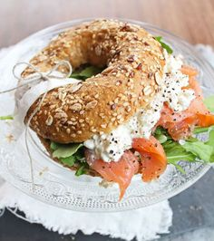 bagel presentation goes to this photo! How are your bagel presentation skills? Brunch Recipes, Breakfast Recipes, Clean Eating, Healthy Eating, Bagel Recipe, Cooking Recipes, Healthy Recipes, Lunch Menu, Cafe Food