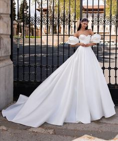 Discover our Pronovias Wedding Dress Collection. View our amazing selection of unique bridal dresses and gowns featuring the latest trends. Princess Ball Gowns, Princess Wedding Dresses, Bridal Dresses, Wedding Gowns, Bridesmaid Dresses, Princess Cut, Wedding Shot, Wedding Lace, Wedding Music