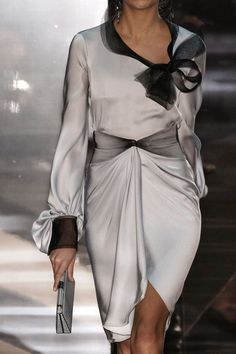 Armani Privé at Couture Spring 2006 - Details Runway Photos Armani Prive, Vestidos Armani, Grey Fashion, Fashion Outfits, Armani Collection, Cocktail Outfit, Couture Dresses, Giorgio Armani, Elegant Dresses