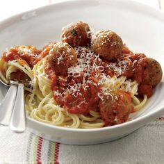 Cook up these mozzarella stuffed meatballs that can be served on their own as a delicious appetizer or as a meal. Pasta Recipes, Crockpot Recipes, Mozzarella Stuffed Meatballs, Cheese Stuffed Chicken, Best Italian Recipes, Chicken Meatballs, Meatball Recipes, Slow Cooker Chicken, Yummy Appetizers