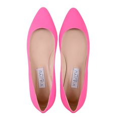 [SIENA] Almond Pointed Toe Flat: Fluoro Pink Vitello, Handmade in Italy. VIAJIYU's newest pointed toe flat features a less severe point. It's the ideal pointed toe for wider feet. They are perfect for the weekend or more casual affairs. Want more accents to the shoes? Email VIAJIYU and design your dream shoes! #VIAJIYU #SIENA #sienapink #fluoropink #casualshoes #almondtoe #flats #shoes #flatshoes #nohighheels #madeinitaly #madetoorder #designyourown #shoelove