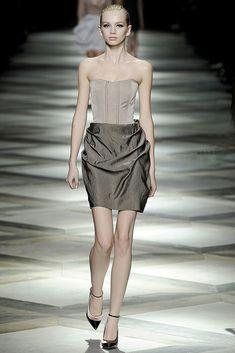 Lanvin Parigi - Spring Summer 2009 Ready-To-Wear - Shows - Vogue. High Fashion, Fashion Show, Fashion Design, Lily Donaldson, White Outfits, Lanvin, Designing Women, Pink Dress, Leather Skirt