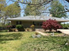 3 bed/1 1/2 bath home with wood floors, & full basement. Close to shopping in Mountain Home, AR.
