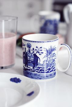 Love blue and white china...