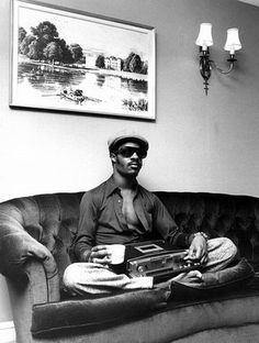 Stevie Wonder   hanging on the couch   beatbox   cup of tea
