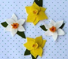 felt daffodil tutorial. Love these.