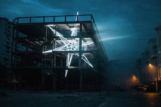 A giant glowing star installation by artist Jun Ong. More on ignant.de...