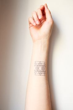 Beautiful henna. Tumblr. Wrist. Black. Geometric. Tumblr