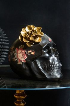 A skull ornament celebrating the Day of the Dead Festival in Mexico, this black display skull is elegantly painted & finished off by a beautiful gold flower. Gold Skull, Black Skulls, Skull Art, Gold Flowers, Colorful Flowers, Christmas Gifts For The Home, Rockett St George, Flower Ornaments, Mexican Skulls