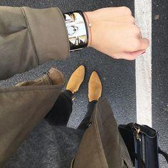 """Tenue de """"combat"""" apres une nuit difficile... un jeans des boots et une parka. #thekooples #parka #khaki #sezane #sezaneparis #acnestudios #mango #hermes #hermesbracelet #collierdechien #cdc #redline #redline_univers #celine #celineparis #celinenano #ootd #whatiwear #whatiweartoday"""