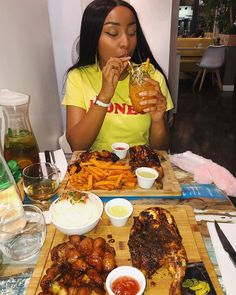 Eating Pictures, Bougie Black Girl, Vacation Mood, Date Dinner, Food N, Food Inspiration, Love Food, Great Recipes, Breakfast Recipes