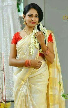 Beautiful Girl In India, Most Beautiful Indian Actress, Beautiful Saree, Beautiful Actresses, Simply Beautiful, Hot Actresses, Indian Actresses, Aunty In Saree, Saree Photoshoot