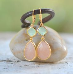 Soft Peach and Mint Bridemaid Earrings in Gold. door RusticGem, $34.00