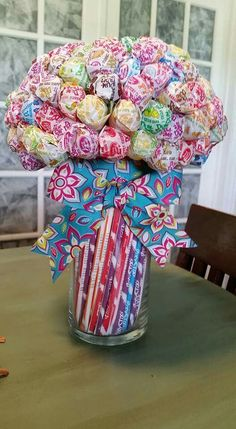 Lollipop Bouquet Lollipop Bouquet, Candy Bouquet Diy, Gift Bouquet, Boquet, Cute Birthday Gift, Birthday Candy, Diy Birthday, Candy Bouquet Birthday, Candy Arrangements