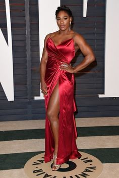 Serena Williams Photos - Stars at the Vanity Fair Oscar Party in Los Angeles. - Stars at the Vanity Fair Oscar Party Serena Williams Outfit, Serena Williams Photos, Venus And Serena Williams, Old Hollywood Style, Hollywood Fashion, Red Gowns, Vanity Fair Oscar Party, Black Girl Fashion, Women's Fashion