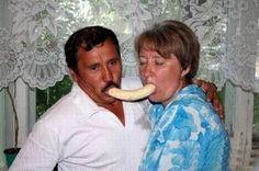 Bad Family Photos: 16 More of the Funny, Weird & Awkward Funny Couple Photos, Weird Family Photos, Funny Family Pictures, Couple Fotos, Photo Couple, Funny Couples, Couples In Love, Awkward Pictures, Hilarious Photos