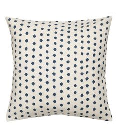 White/blue dotted. Cushion cover in woven cotton fabric with a printed dot pattern. Concealed zip.
